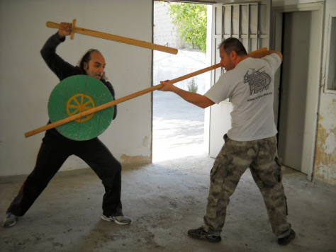 Duel between warrior who use small shield and a Byzantine sword of type 'spathion' against a spearmen. Equipment courtesy of living history association Koryvantes.