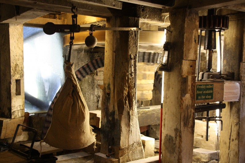 1280px-WaterMill_Interior_MotionBlur (Resources on Medieval Literacy, Part I)
